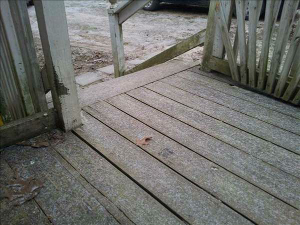 "<div class=""meta image-caption""><div class=""origin-logo origin-image ""><span></span></div><span class=""caption-text"">Snow and sleet begin to fall in the Triangle. (WTVD Photo/ Viewer submitted image via uReport)</span></div>"