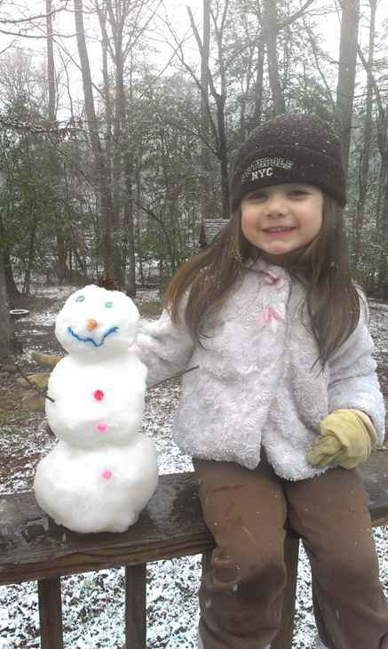 Snow in central North Carolina February 16 <span class=meta>(WTVD Photo&#47; Viewer submitted photo via uReport)</span>