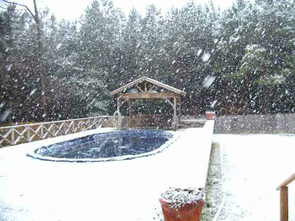 Snow in central North Carolina February 16. <span class=meta>(WTVD Photo&#47; Viewer submitted image via uReport)</span>