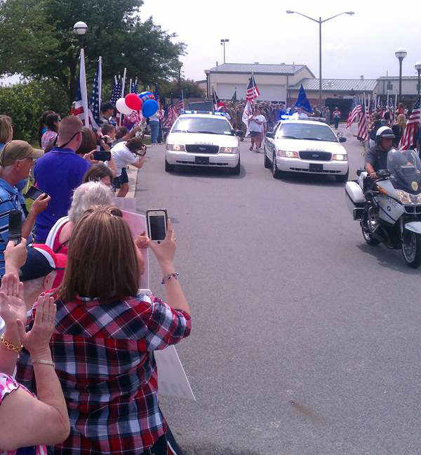 Members of the 514th Military Police Company get a warm welcome home. <span class=meta>(Dennis Delong Photo)</span>