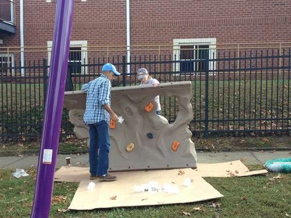 "<div class=""meta ""><span class=""caption-text "">ABC11 staffers joined dozens of community volunteers to build a new playground for children at Durham's Oakwood Avenue Park. (WTVD Photo/ Lori Denberg)</span></div>"