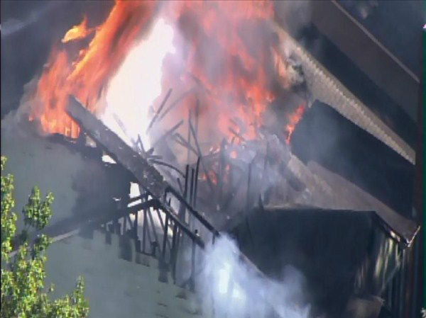 Durham firefighters rush to Springfield Apartments at 4600 University Drive for reported fire <span class=meta>(WTVD Photo&#47; ABC11 Chopper HD)</span>