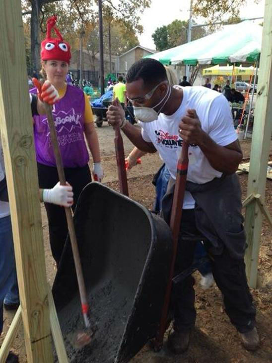 "<div class=""meta ""><span class=""caption-text "">ABC11 staffers joined dozens of community volunteers to build a new playground for children at Durham's Oakwood Avenue Park</span></div>"