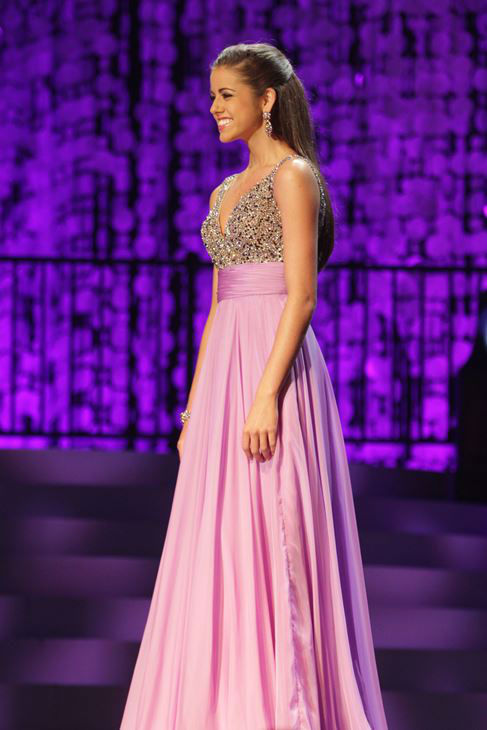 "<div class=""meta ""><span class=""caption-text "">Emili McPhail, Miss Fayetteville?s Outstanding Teen, took home the top honor as Miss North Carolina?s Outstanding Teen on Friday at Raleigh Memorial Auditorium. (Photo/Miss NC Scholarship Pageant)</span></div>"