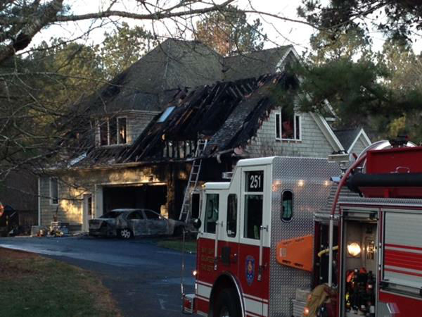 Firefighters responded to the home on Streeter Lane around 4 a.m. <span class=meta>(WTVD Photo&#47; Tommy Harris)</span>