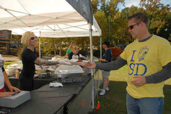 "<div class=""meta image-caption""><div class=""origin-logo origin-image ""><span></span></div><span class=""caption-text"">The Fayetteville festival featured BBQ, great entertainment, and beer tasting. (Photo/William Smith)</span></div>"