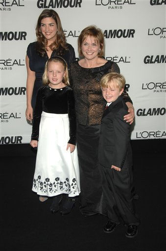 "<div class=""meta ""><span class=""caption-text "">From left, Cate Edwards, Emma Claire Edwards, Elizabeth Edwards and Jack Edwards arrive at the 2007 Glamour Magazine ""Women of the Year"" awards at Avery Fisher Hall, Lincoln Center, Monday, Nov. 5, 2007 in New York.  (AP Photo/Peter Kramer) (AP Photo/ Peter Kramer)</span></div>"