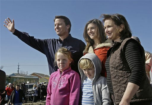 Democrat John Edwards and his family waves goodbye after he announcing his withdrawal from the 2008 presidential race in the Hurricane Katrina damaged Ninth Ward of New Orleans, Wednesday, Jan. 30, 2008.  With Edwards are, from right, his wife Elizabeth, daughter Cate, son Jack and daughter Emma Claire.   <span class=meta>(AP Photo&#47; Alex Brandon)</span>