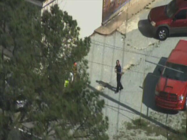 "<div class=""meta ""><span class=""caption-text "">Police investigate a shooting at East Geer St. and Ferrell Rd. in Durham.  (WTVD Photo)</span></div>"