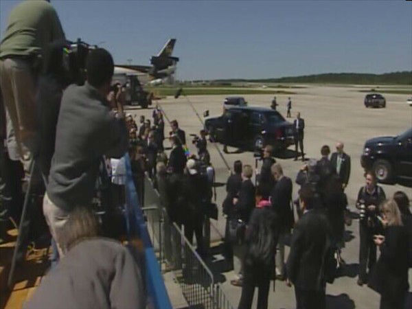"<div class=""meta ""><span class=""caption-text "">President Obama arrives at RDU. (WTVD Photo)</span></div>"