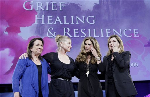 "<div class=""meta image-caption""><div class=""origin-logo origin-image ""><span></span></div><span class=""caption-text"">Elizabeth Edwards, left, Lisa Niemi, Patrick Swayze's widow, second left, Maria Shriver and Susan Saint James, right, are seen on stage after speaking at the Women's Conference on Tuesday, Oct. 27, 2009, in Long Beach, Calif.  (AP Photo/ Reed Saxon)</span></div>"