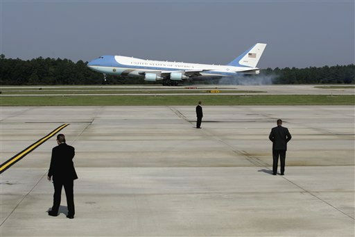 Air Force One, with President Barack Obama aboard, arrives at Raleigh Durham International Airport in Morrisville, N.C., Wednesday, Sept. 14, 2011.  <span class=meta>(AP Photo&#47; Jim R. Bounds)</span>