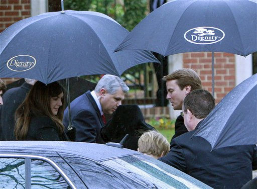 "<div class=""meta ""><span class=""caption-text "">Former North Carolina senator and Democratic presidential candidate John Edwards, right, and his daughter Cate, left, arrive for funeral services for Elizabeth Edwards at Edenton Street United Methodist Church in Raleigh, N.C., Saturday, Dec. 11, 2010. Edwards died Tuesday of cancer at the age of 61.  (AP Photo/ Gerry Broome)</span></div>"