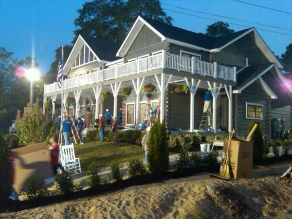 "<div class=""meta ""><span class=""caption-text "">Volunteers get the new home ready early Thursday morning. (WTVD Photo/ Jim Schumacher)</span></div>"