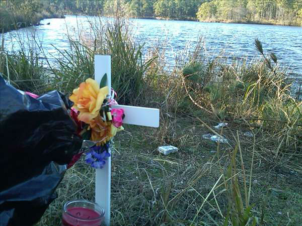 An impromptu memorial is set up for Brenton Briggs on the shore at Boundary Line Lake off McArthur Road at Fort Bragg. <span class=meta>(WTVD Photo&#47; Gilbert Baez)</span>