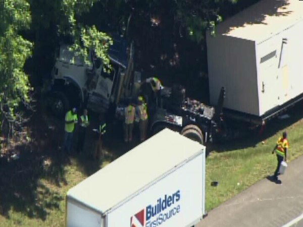 An accident involving a truck pulling a mobile building stalled traffic on southbound Interstate 85 just before noon Thursday. <span class=meta>(WTVD Photo)</span>