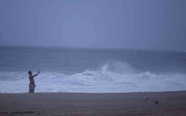 "<div class=""meta ""><span class=""caption-text "">A man takes photographs on the beach as Hurricane Earl moved up the eastern coast, Friday, Sept. 3, 2010, in Ocean City, Md.  (AP Photo/ Rob Carr)</span></div>"