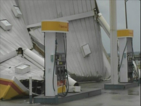 "<div class=""meta image-caption""><div class=""origin-logo origin-image ""><span></span></div><span class=""caption-text"">The wind damaged this gas station in Nags Head. (WTVD Photo/ Mat Mendez)</span></div>"