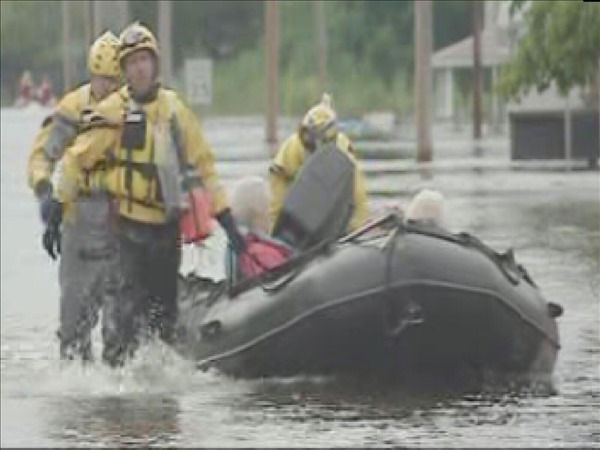 "<div class=""meta ""><span class=""caption-text "">Windsor, NC - about 120 miles east of Raleigh - was innundated the rising Cashie River Friday leaving some residents stranded in their homes. (WTVD Photo/ Bob Gaughran)</span></div>"
