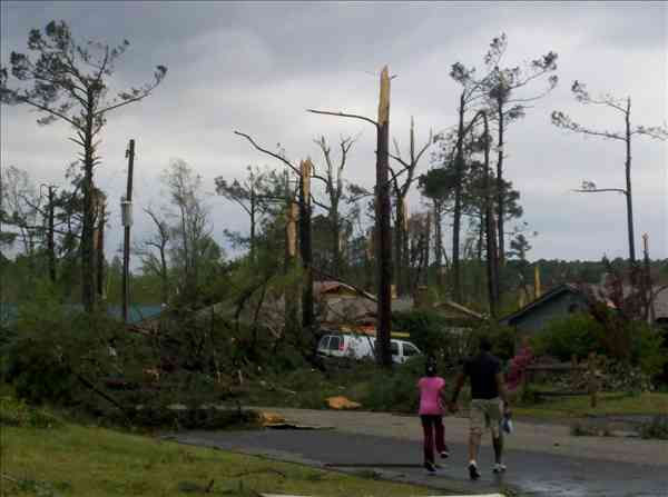 "<div class=""meta ""><span class=""caption-text "">Tornado damage across North Carolina (WTVD Photo/ uReport)</span></div>"