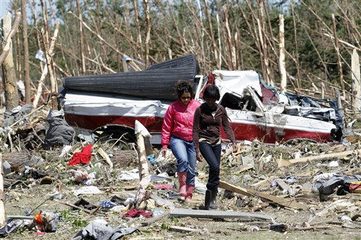 "<div class=""meta ""><span class=""caption-text "">People inspect the tornado damage in Askewville, N.C., Sunday, April 17, 2011 after a tornado hit the area on Satruday.  (AP Photo/ Jim R. Bounds)</span></div>"