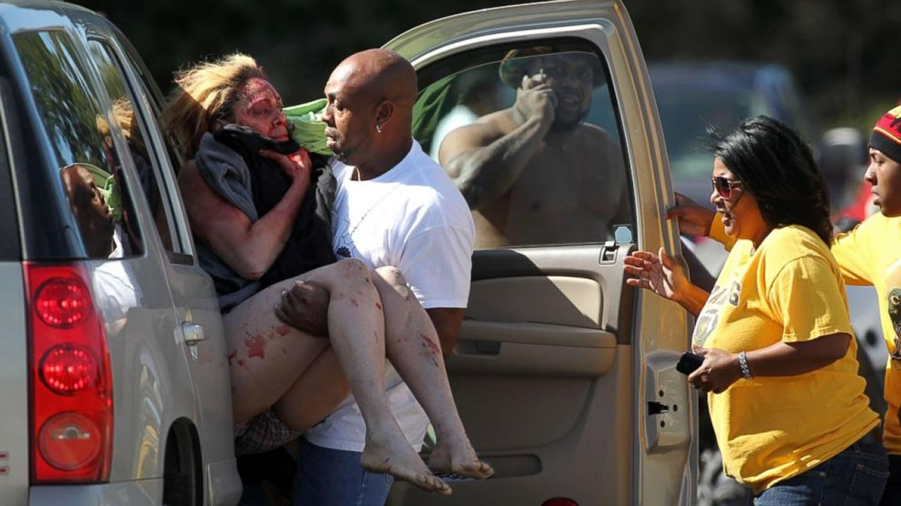 Marcus Arceneaux carries his wounded niece, Bethany Arceneaux, left, to a vehicle after she was rescued from a vacant house on Anderson Road on Friday, Nov. 8, 2013, in Duson, La. <span class=meta>(Leslie Westbrook&#47;The Lafayette Daily Advertiser)</span>