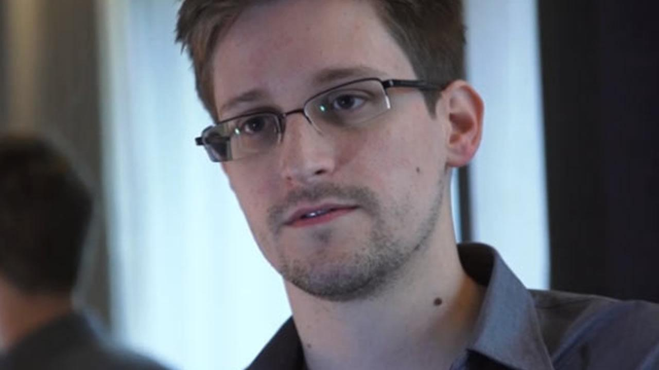Edward Snowden <span class=meta>(The Guardian, Glenn Greenwald and Laura Poitras)</span>