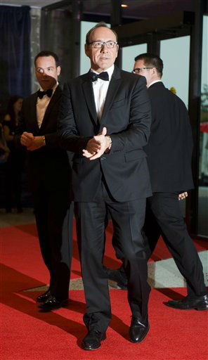Actor Kevin Spacey arrives at the White House Correspondents' Association Dinner on Saturday, April 28, 2012 in Washington.  (AP Photo/Kevin Wolf)