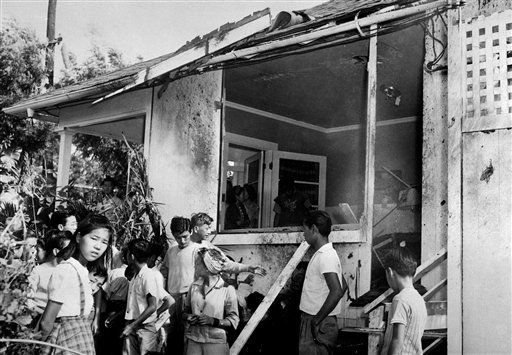 "<div class=""meta ""><span class=""caption-text "">A small crowd inspects the damage, both inside and outside, after a Japanese bomb hit the residence of Paul Goo during the raid on Honolulu Dec. 7, 1941.  (AP Photo/ XJFM)</span></div>"