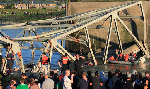 In this photo provided by Francisco Rodriguez, rescue workers surround the scene where a pickup truck and a car fell into the Skagit River after the collapse of the Interstate 5 bridgeThursday, May 23, 2013, in Mount Vernon, Wash. &#40;AP Photo&#47;Francisco Rodriguez&#41; <span class=meta>(AP Photo&#47; Francisco Rodriguez)</span>