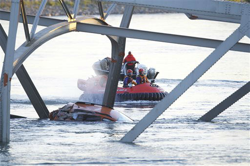 "<div class=""meta ""><span class=""caption-text "">A portion of the Interstate-5 bridge is submerged after it collapsed into the Skagit river dumping vehicles and people into the water in Mount Vernon, Wash., Thursday, May 23, 2013 according to the Washington State Patrol. (AP Photo/Joe Nicholson) (AP Photo/ Joe Nicholson)</span></div>"