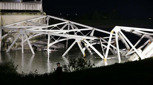 "<div class=""meta image-caption""><div class=""origin-logo origin-image ""><span></span></div><span class=""caption-text"">A police officer walks along the bank near the collapsed Interstate-5 bridge submerged after collapsing into the Skagit River, dumping vehicles and people into the water, in Mount Vernon, Wash., Thursday, May 23, 2013. (AP Photo/Elaine Thompson) (AP Photo/ Elaine Thompson)</span></div>"