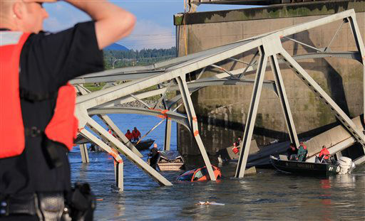 In this photo provided by Francisco Rodriguez, rescue boats approach victims at their vehicles in the Skagit River after the collapse of the Interstate 5 bridge there minutes earlier Thursday, May 23, 2013, in Mount Vernon, Wash. &#40;AP Photo&#47;Francisco Rodriguez&#41; <span class=meta>(AP Photo&#47; Francisco Rodriguez)</span>