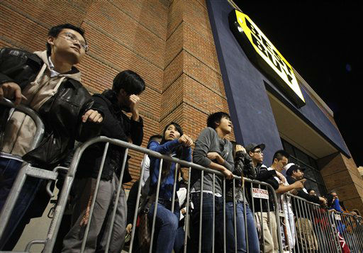 "<div class=""meta ""><span class=""caption-text "">Shoppers stand in line outside a Best Buy department store waiting for the store's opening at midnight for a Black Friday sale Thursday Nov. 22, 2012, in Arlington, Texas.  (AP Photo/ Tony Gutierrez)</span></div>"