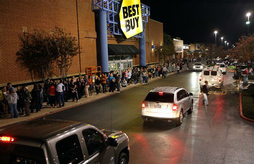 Lines more than 800 feet long form in front of the Best Buy store in Tyler Texas, on Thanksgiving night, Nov. 22, 2012.  The store opened at midnight with special sales for &#34;Black Friday&#34;.   <span class=meta>(AP Photo&#47; Dr. Scott M. Lieberman)</span>