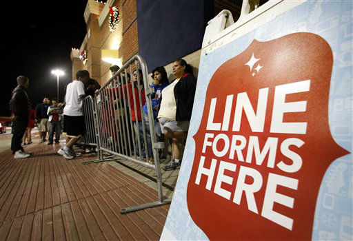 "<div class=""meta ""><span class=""caption-text "">Shoppers line up outside a Best Buy department store waiting for it to be opened at midnight for Black Friday sales Thursday, Nov. 22, 2012, in Arlington, Texas.  (AP Photo/ Tony Gutierrez)</span></div>"