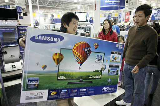 Customers shop for Black Friday discounts at a Best Buy store, Friday Nov 23, 2012, in Northeast Philadelphia.   <span class=meta>(AP Photo&#47; Joseph Kaczmarek)</span>