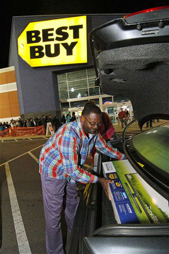 "<div class=""meta ""><span class=""caption-text "">Arthur Vardaman of Madison, Miss., carefully places a new television into the trunk of his car outside a Best Buy store in Jackson, Miss., Friday, Nov. 23, 2012, as shoppers still are lined up waiting to enter the store.   (AP Photo/ Rogelio V. Solis)</span></div>"