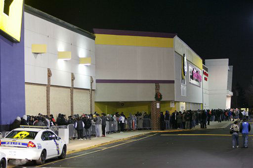 People wait in line, on Thursday Nov 22, 2012, for a Best Buy store in Northeast Philadelphia to open it&#39;s doors at midnight.  <span class=meta>(AP Photo&#47; Joseph Kaczmarek)</span>
