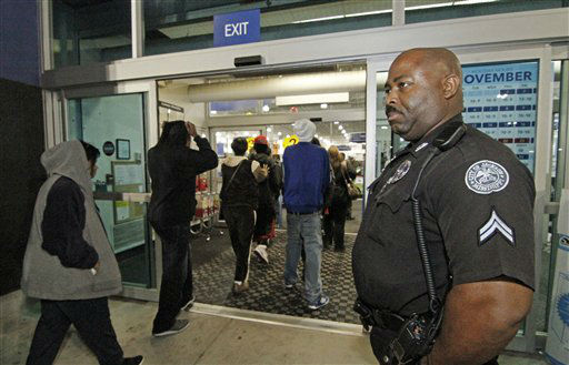 Jackson Police Cpl. Terry Hopkins Sr. watches customers enter Best Buy in Jackson, Miss., for the early Black Friday sales, Friday, Nov. 23, 2012.  <span class=meta>(AP Photo&#47; Rogelio V. Solis)</span>