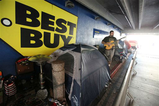 Aaron Rodrigues waits in a line at Best Buy in the Van Nuys section of Los Angeles on Thur. Nov.22,2012.  <span class=meta>(AP Photo&#47; Richard Vogel)</span>