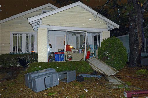"<div class=""meta ""><span class=""caption-text "">A home is damaged and its lawn is covered with debris after a tornado touched down Tuesday, Dec. 25, 2012 in Mobile, Ala.  (AP Photo/ G.M. Andrews)</span></div>"
