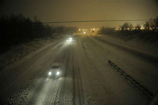 Motorists travel slowly on a snow-covered Interstate 24 during a winter storm Wednesday, December 26, 2012, in Paducah, Ky.  <span class=meta>(AP Photo&#47; Stephen Lance Dennee)</span>