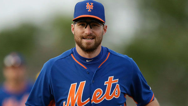 Mets player takes paternity leave, stands up to criticism    His priority:      Changing his little boy&#39;s diapers   His son&#39;s dirty diapers weren&#39;t the only crap Daniel Murphy has had to put up with. Murphy, whose son was born on Monday, was    criticized on the radio for his decision to miss more than one game to     help his wife and spend time with his firstborn.   The radio host    later apologized,     calling his comments insensitive.  <span class=meta>(AP Photo&#47;Carlos Osorio)</span>