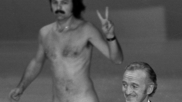 That time when host David Niven was apparently not going to be fazed by anything and then...  The stage behind him turned into something like a college library at finals. Robert Ope may have streaked his way into Oscars history, but Niven&#39;s nonchalant response was perhaps even more memorable. Year: 1974 <span class=meta>(Photo&#47;Anonymous)</span>