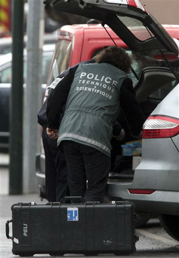 "<div class=""meta ""><span class=""caption-text "">A French police officer arrives near a building where the chief suspect in an al-Qaida-linked killing spree was holed up in an apartment in Toulouse, France Thursday March 22, 2012.  (AP Photo/ Bob Edme)</span></div>"