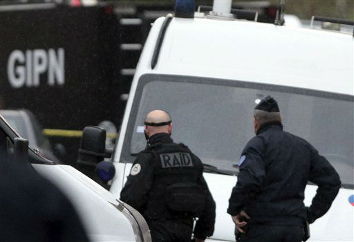 A French special intervention police officer of Research Assistance Intervention Dissuasion unit, RAID, arrives near a building where the chief suspect in an al-Qaida-linked killing spree was holed up in an apartment in Toulouse, France Thursday March 22, 2012.  <span class=meta>(AP Photo&#47; Bob Edme)</span>