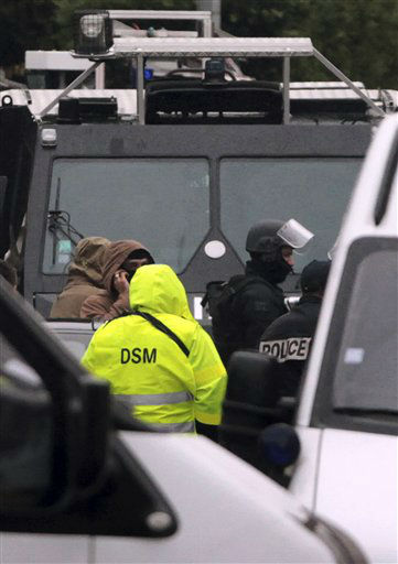 "<div class=""meta ""><span class=""caption-text "">A French police officers stand near a building where the chief suspect in an al-Qaida-linked killing spree was holed up in an apartment in Toulouse, France Thursday March 22, 2012.  (AP Photo/ Bob Edme)</span></div>"