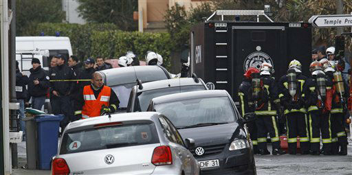 French special intervention police officers of Research Assistance Intervention Dissuasion unit, RAID, and firefighters are seen near a building where the chief suspect in an al-Qaida-linked killing spree was holed up in an apartment in Toulouse, France Thursday March 22, 2012.  <span class=meta>(AP Photo&#47; Remy de la Mauvinere)</span>