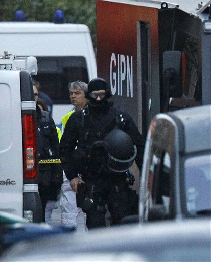 A French special intervention police officers arrives at an apartment building in Toulouse, France, early Thursday, March 22, 2012 where Mohamed Merah, a suspect in the shooting at he Ozar Hatorah Jewish school, had been holed up.  <span class=meta>(AP Photo&#47; Remy de la Mauvinere)</span>